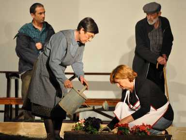 """Grup de Teatre ACR de Fals representant la seva obra """"El Jardí dels Hostes"""""""
