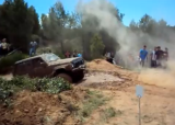 Vídeo: Com treuen un dels cotxes encallats al fang el dia del Trial4X4