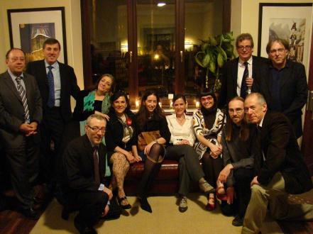 Jordi Gairin amb els membres de la Junta del Centre Català de Luxemburg. Imatge del CCL